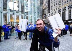 Кому удалось первым купить iPad 2?