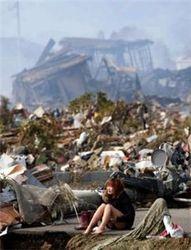 Японцы избежали второго удара цунами