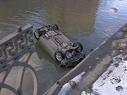 Водитель машины забыл, что управляет не катером?