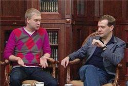 Что «комедианты» подарили Медведеву?