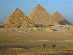 Египетские детишки подорвались на бомбе у пирамид