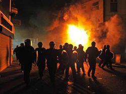 Лондон в панике: беспорядки распространяются по городу