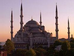 Какой дресс-код для туристов вводят в мечети Стамбула?