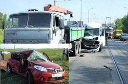 Маршрутка протаранила грузовик, а «Рено» влетела под поезд