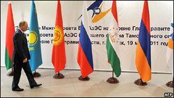 Путин зовет СНГ в ТС и думает над кредитом Беларуси