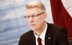 Почему в Латвии распускают парламент?