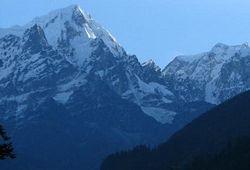 При каких обстоятельствах погиб известный альпинист?