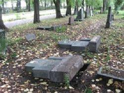 Могилы советских солдат были осквернены в Литве