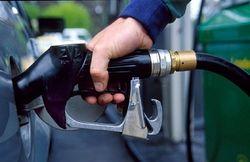 Инвесторам: бензин в России дешевеет
