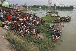В водах Бангладеш переполненная лодка налетела на грузовое судно: 37 погибших