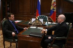 ЦИК принял документы Мезенцева