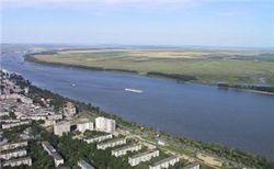 Есть ли угроза людям в связи с аварией в Дунае перевозившего 960 тонн химикатов судна?