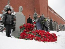 Как почтили День Рождения «вождя всех народов» в Москве?