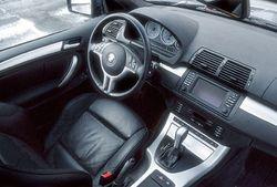 В Москве на BMW X5 попал в аварию зампрокурора