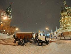 Москву засыпает снегом, но скоро он начнет быстро таять?