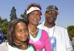Почему семья Хьюстон ополчилась против бывшего супруга певицы?