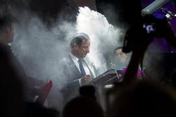 Кандидату в президенты Франции угрожают расправой