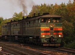 Горели 2 секции локомотива, перевозившего нефть: жертв нет