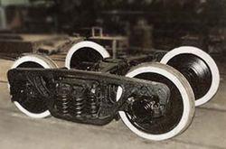 Локомотив, тянувший 48 вагонов, сошел с рельс на перегоне Уруша