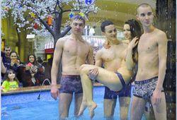 Фонтан в ГУМе: участникам купания грозит арест на 15 суток