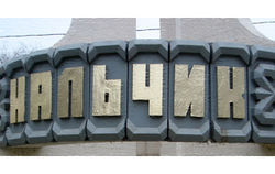 Спецназ штурмует дом с боевиками в Нальчике
