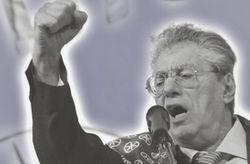 В чем причина отставки известного итальянского оппозиционера?