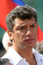 Суд признал: россиянин может ходить по улице... с флагом России. Б. Немцов не виновен
