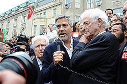 Джордж Клуни собирает по 40 тысяч в поддержку Барака Обамы