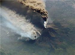 Чем угрожает планете активизация вулкана Этна?