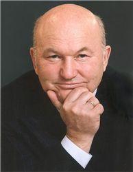 Лужков просит у Латвии вид на жительство
