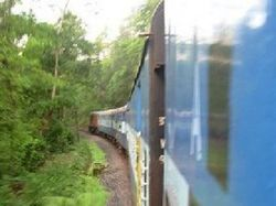 Как нетрезвый водитель авто задержал движение 5 поездов?