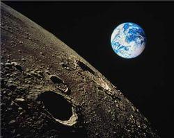 На Луне высадится десант роботов?