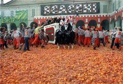 Почему итальянцы массово выбрасывают апельсины?