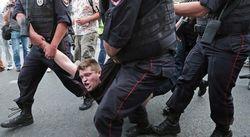 Сторонников Навального будут судить за вандализм из-за «осквернения» Думы