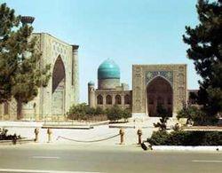 Сегодня в Узбекистане возводится 27 новых мечетей