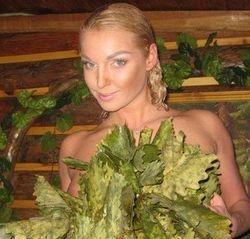 PR и алкоголь: Волочкова представила новые фото ню