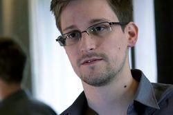 Сноуден решил остаться в России – адвокат Кучерена