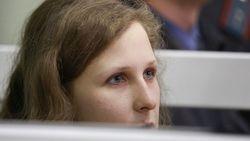 Алехина из Pussy Riot за решеткой станет учительницей