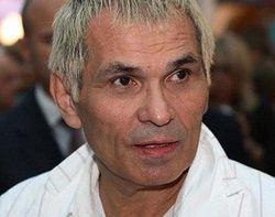 Бари Алибасов собирается украсить стразами свой золотой унитаз