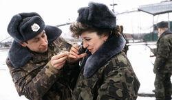 В России женщины уходят из армии, в США рвутся воевать – мнения ВКонтакте