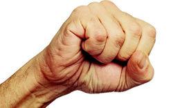 Как сжатие руки в кулак помогает памяти, - ученые