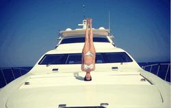 PR и шоу-бизнес: Даша Астафьева выложила фото ню с отдыха на яхте