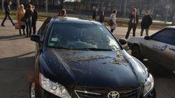 Версии: авто харьковского депутата испортили кислотой