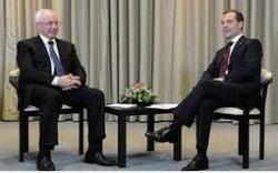 Азаров едет в Сочи обсуждать с Медведевым насущные вопросы