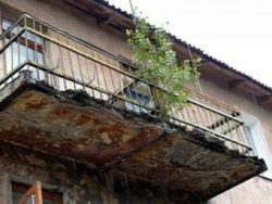 В Украине новая беда – на людей «нападают»… балконы