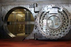 Банкам Швейцарии разрешат брать с клиентов налоги