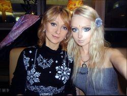 В сети появились фото девушки-барби из Одессы с барби-мамой