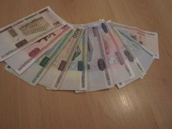 Белорусский рубль укрепляется к швейцарскому франку, но снизился к австралийскому доллару