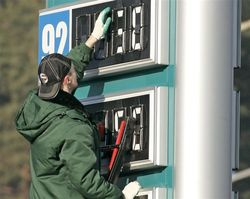 Российский бензин за сентябрь стал дороже на 2 процента