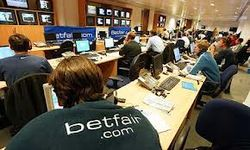 Биржи Европы: инвесторы надеются на Испанию, индексы растут